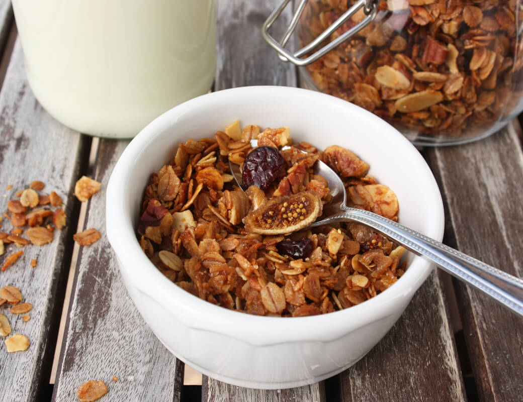 Olivenöl Granola {flowers on my plate}