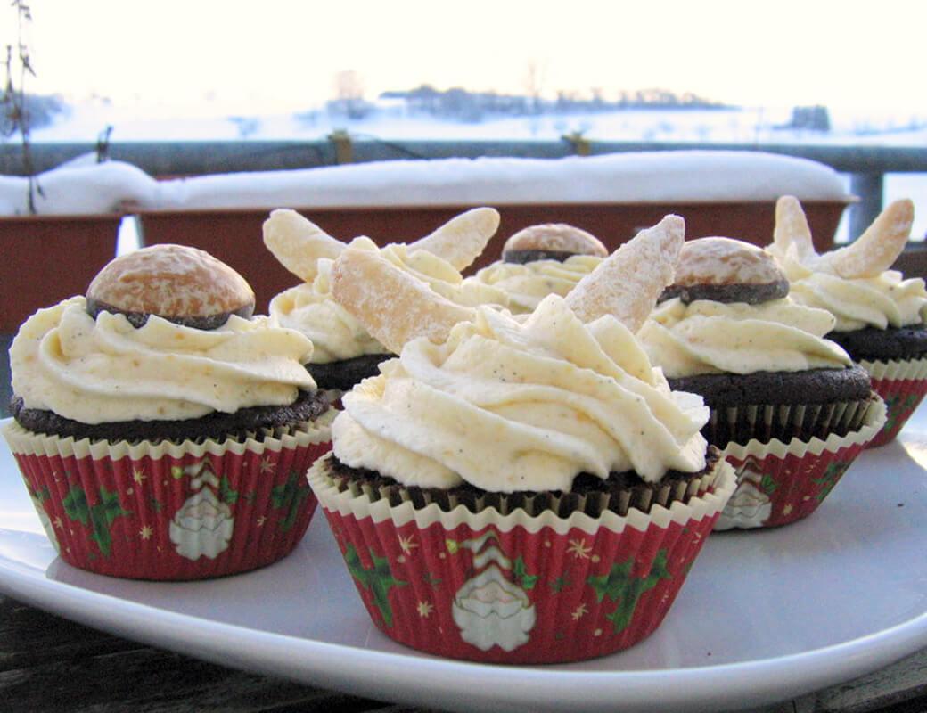 Lebkuchen Cupcakes mit Vanillekipferl Frosting {flowers on my plate}