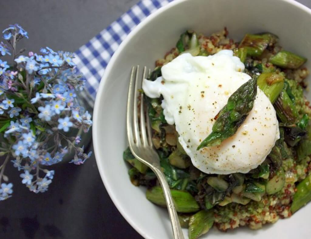 Rezept Quinoa mit gebratenem Spargel & pochiertem Ei